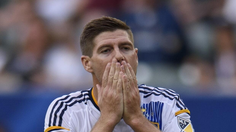 Steven Gerrard lamenta derrota en casa