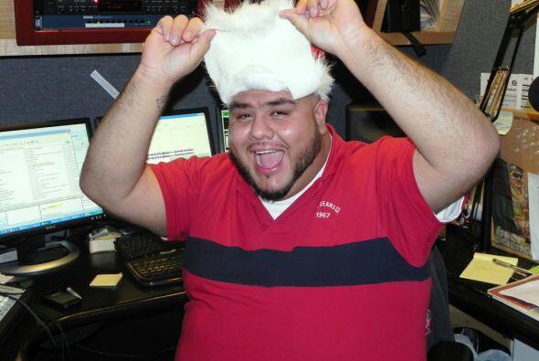 ¡Pero no era Santa! Sino el DJ Jesse El Grandote de La Kalle 103.1 & 93....