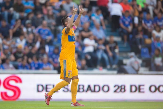 Tigres remonta y la liguilla peligra para el Cruz Azul gol-juninho.jpg