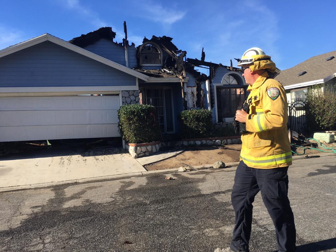 Los daños provocados por el fuego están a simple vista en muchas de las...