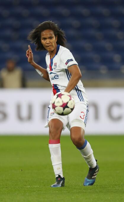 Wendie Renard, central de la selección francesa, también hace parte de l...