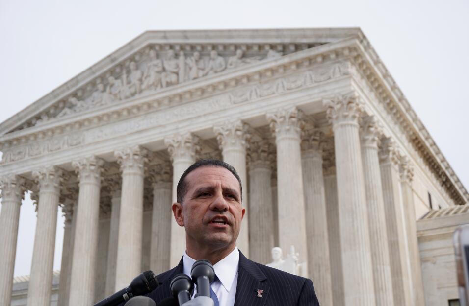 Las razones contrarias. El abogado Randolph Ortega, que defiende al agen...