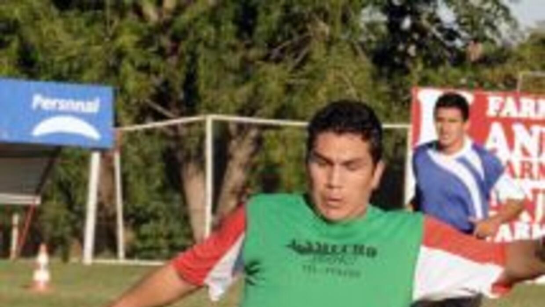 Salvador Cabañas poniéndose a tono en el equipo de segunda división de l...