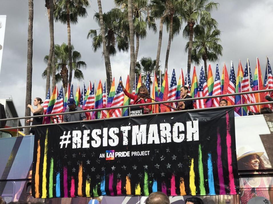Marcha de resistencia en el tradicional desfile de la comunidad LGBT.