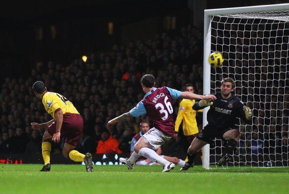 Theo Walcott marcó el segundo del partido cuando quedaban 5 minutos para...