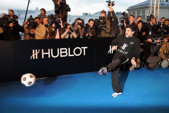 Diego Maradona asistió a un acto benéfico organizado en el...