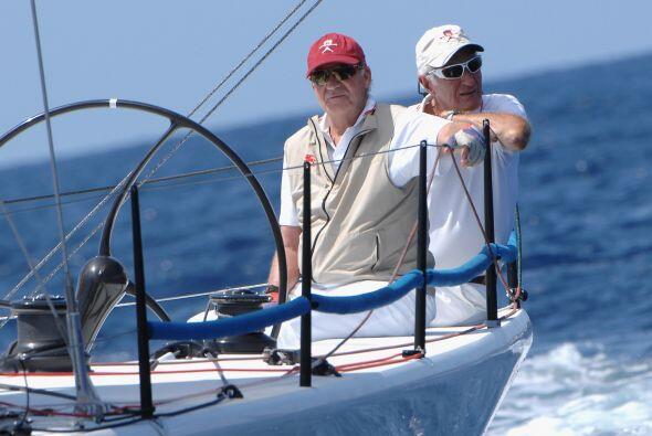 El rey Juan Carlos es aficionado de navegar en yate.