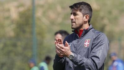 Veljko Paunovic, entrenando con Serbia