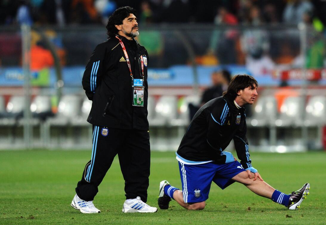 Los 56 años de Diego Maradona, entre la gloria y la controversia Tecnico...
