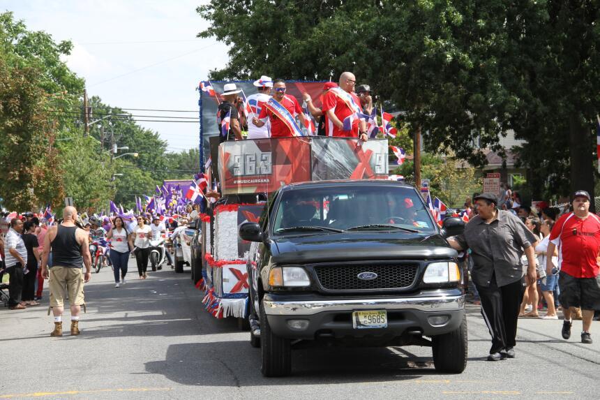 Celebra La X en el Desfile Dominicano en NJ IMG_1909.JPG
