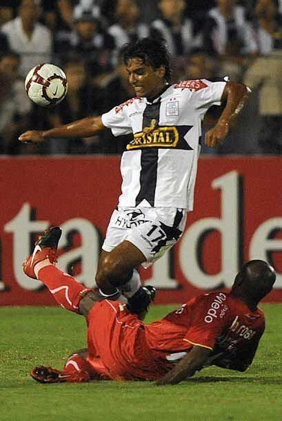 En tanto Alianza Lima sigue causando sensación en la copa al obte...