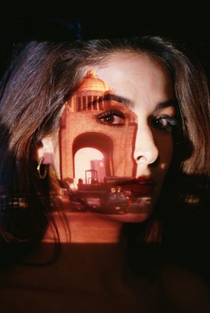 El segundo obstáculo es la amiga de Irene, Carolina (Lorena Rojas), muje...