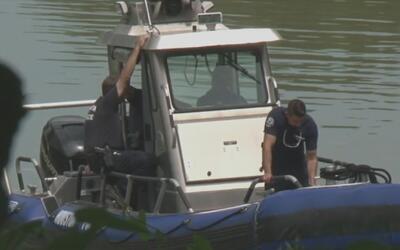 Investigan un posible homicidio tras el hallazgo de un cadáver flotante...