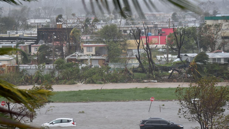Un estacionamiento inundado cerca del Coliseum Roberto Clemente en San J...