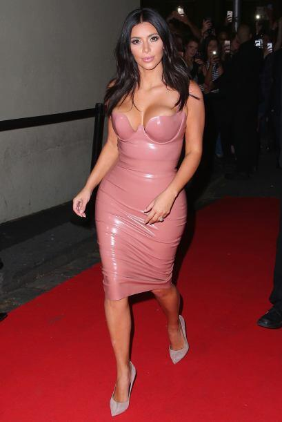 Kim se puso así de guapa para presentar su nueva fragancia.
