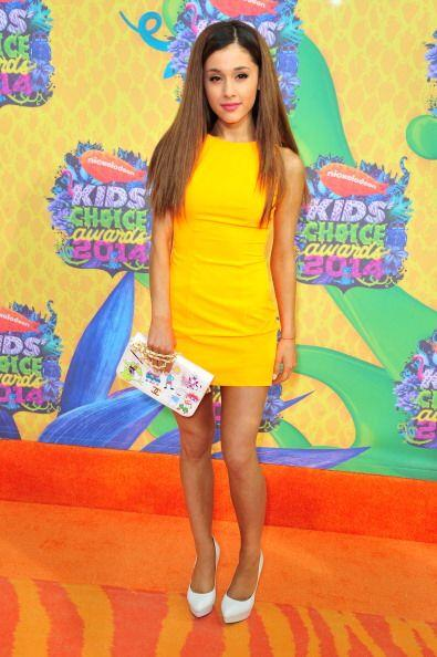 Actualmente, Ariana ha optado por llevar su melena cada vez más clara  y...