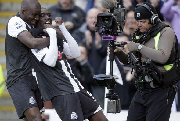 El delantero del Newcastle sacó un disparo potente para poner el 1-0.