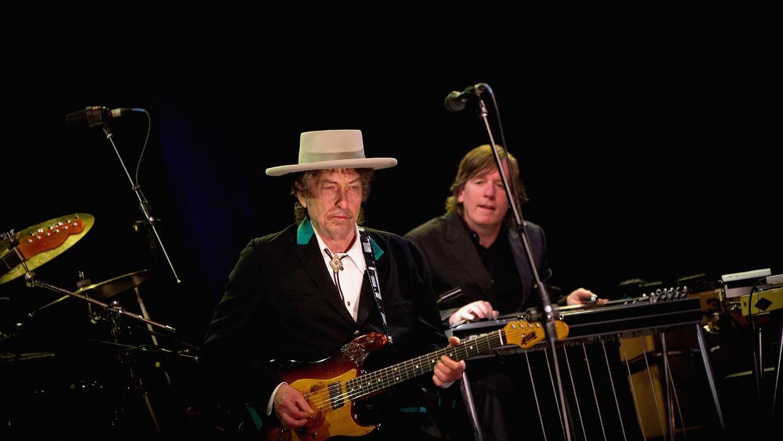 Bob Dylan recibió el 13 de octubre pasado el premio Nobel de Literatura,...