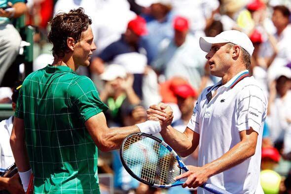 Antes de levantar el trofeo que lo acreditaba como campeón, Roddick reco...