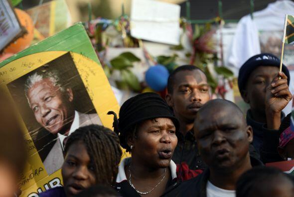 Se trata de un homenaje a los 67 años que Mandela dedicó a...