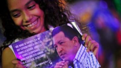 """Hugo Chávez, experimenta una """"ligera mejoría de su condición"""" y envía sa..."""
