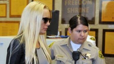 La actriz Lindsay Lohan fue liberada durante la madrugada de este lunes,...