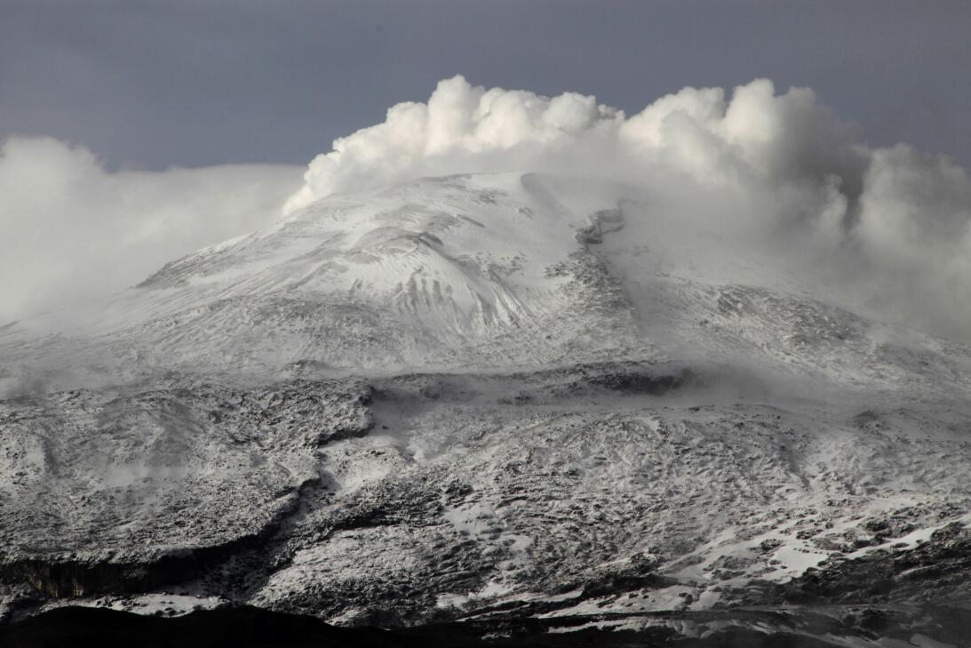 La erupción del volcán Nevado del Ruiz en Colombia dejó sepultada bajo e...