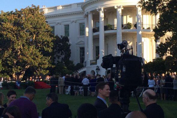 Los medios preparados para la ceremonia en el Jardín Sur de la Casa Blan...