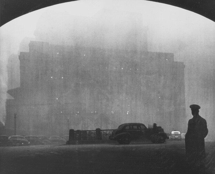 """""""Hombre en la calle"""". 1940."""