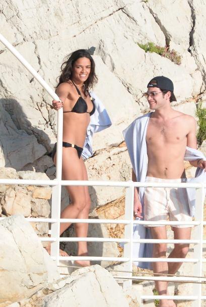 Michelle se acompañó del hijo de la modelo Stephanie Seymour.   Vota aqu...