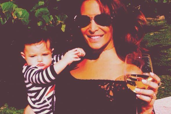 En 2013 se convirtió en mamá adoptiva de la pequeña Luciana, quien queda...