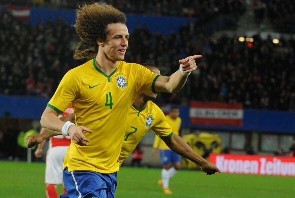 Las actuaciones de David Luiz con Brasil, el Chelsea y actualmente con e...