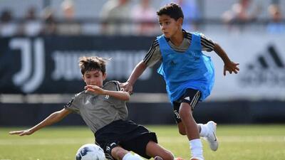 ¡Crack! Cristiano Jr sigue los pasos goleadores de su papá