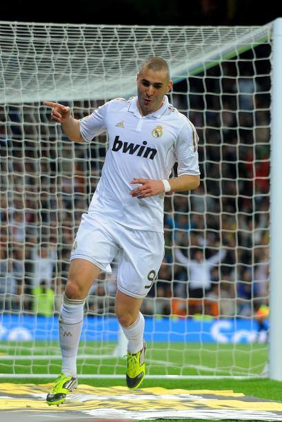 Al comienzo del segundo tiempo el francés Karim Benzemá anotó su 'doblet...