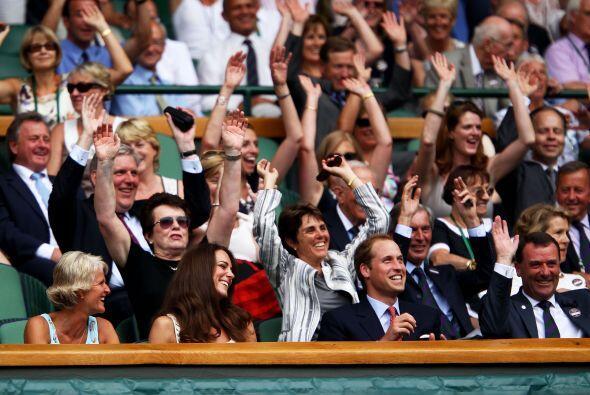 Ambos tenistas fueron ovacionados por el gran duelo que sostuvieron. Ent...