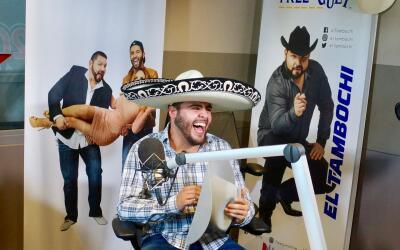 Gerardo canta mariachi