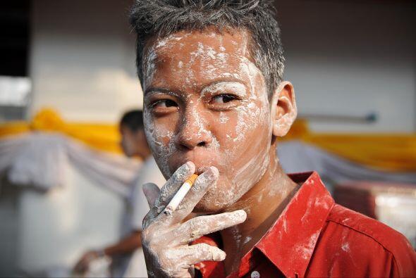 Tanto turistas como tailandeses disfrutan la actividad.