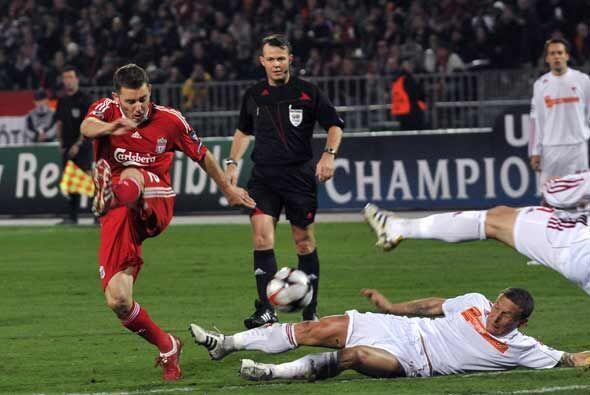 El Liverpool enfrentó como visitante al Debrecen de Hungría.