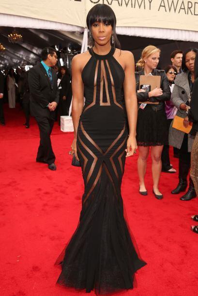 Por suerte el vestido de Kelly Rowland estaba diseñado para taparle lo n...