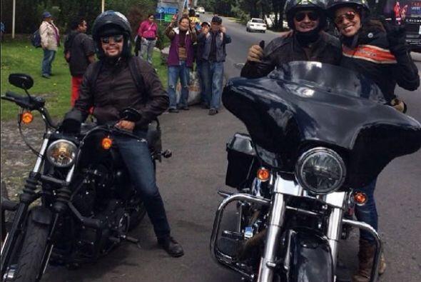 """""""Rodando con mis nenas @tanializardo10 y #LaNegraTomasa y el virgen en m..."""