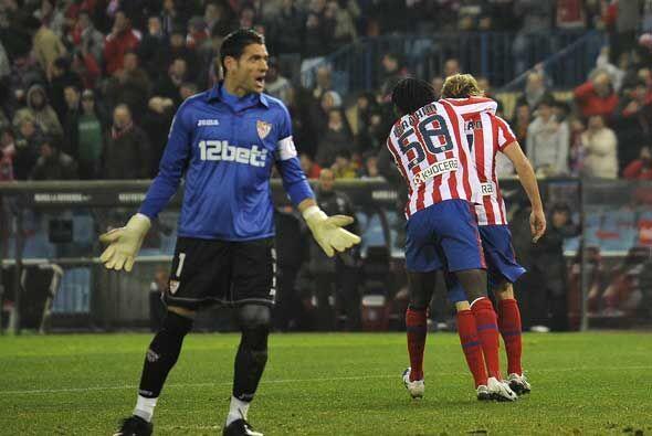 Un autogol del Sevilla y un gol en tiempo descuento voltearon el marcado...