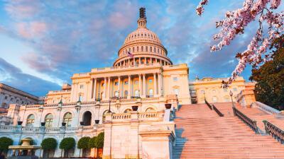 467,000 personas son empleadas directamente por el gobierno federal en e...