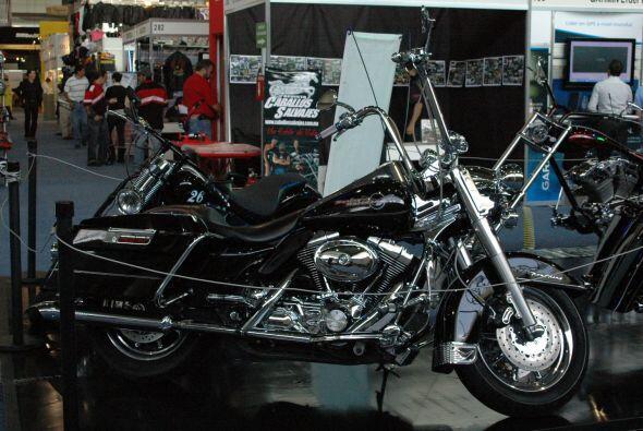 Para quienes gustan de un estilo más rudo que tal esta motocicleta en co...