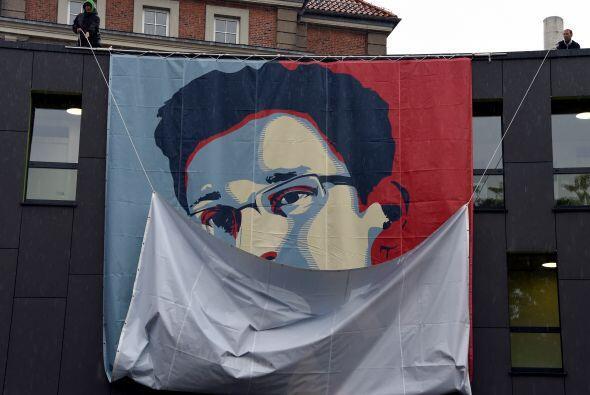 21 de junio: Snowden es acusado por el Departamento de Justicia de EEUU...