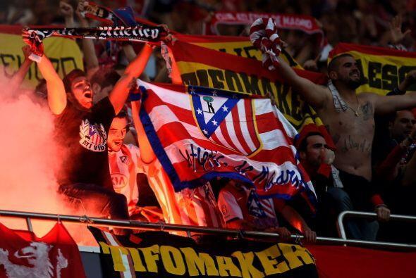 La afición del Atlético rindió homenaje al esfuerzo de sus jugadores.