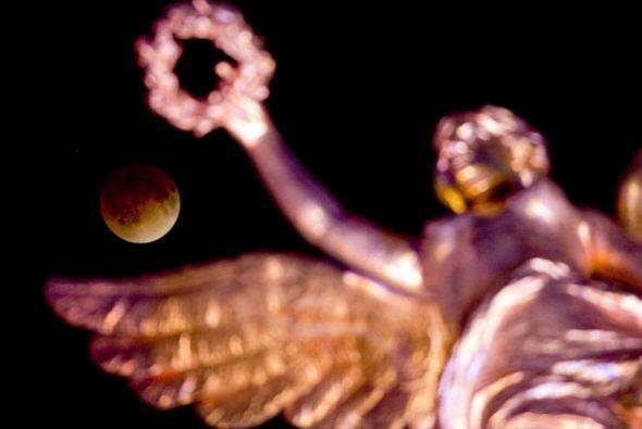 Y la siguiente toma es del monumento al Ángel de la Independencia en la...