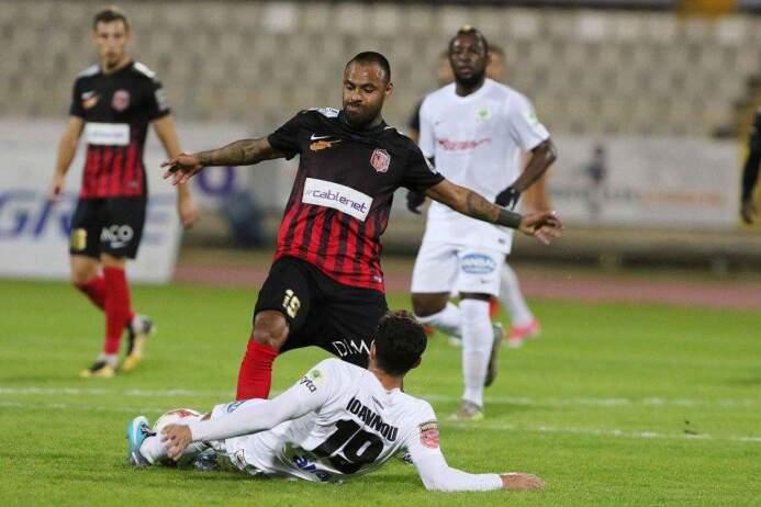 AEK Larnaca 1-[1] Ermis: un partido completo más para el delantero Edgar...