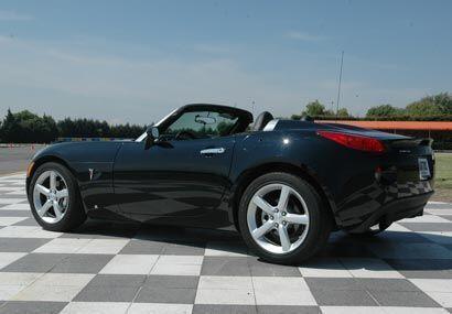 Este pequeño roadster americano comparte plataforma con el Opel Speedste...