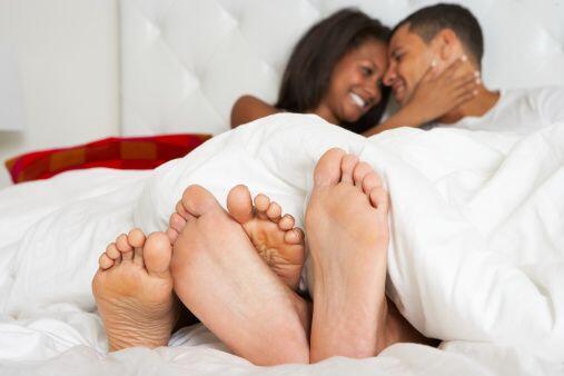 Una gran incongruencia del tiempo en una relación de pareja es que suele...