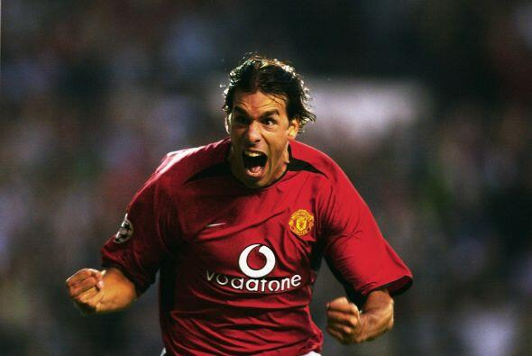 2002: El holandés Ruud van Nistelrooy tuvo un gran año con el Manchester...
